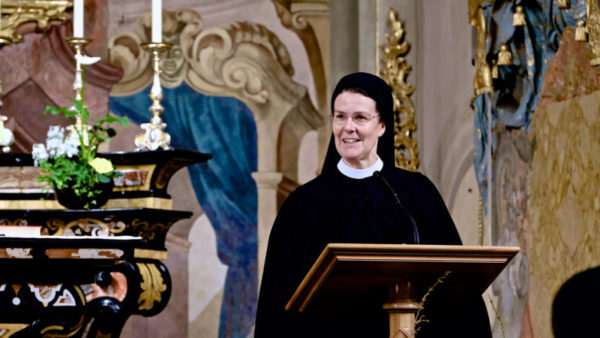 Gebet am Donnerstag: Priorin Irene Gassmann in der Klosterkirche Fahr.